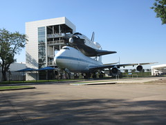 Space Shuttle Independence (viktrav) Tags: spaceshuttle johnsonspacecenter houston texas 747 boeing boeing747 piggyback transport transporter