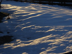 es glitzert 003 (bratispixl) Tags: 100 bergwetter indexe working raindrops moon indiansummerbavaria fotosafari faves vernetzt weltweit bratispixl eduardbeer tele lichtwechsel schärfentiefe fokussierung bergwelt spot outdoor indoor architektur landschaft grat hügel wasser sonnenfotografie see flus tiere insekten nature nigth day spuren blumen wolken windspuren atemluft austria schweiz italy france way fotowebcameu winter