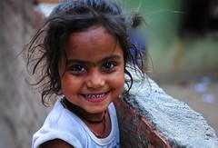 Nepal- Katmandu (venturidonatella) Tags: nepal asia katmandu portrait ritratto people persone gentes gente colori colors nikon nikond300 d300 bambini children sorriso smile sguardo look emozioni emotion