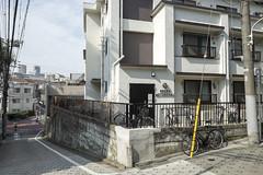 Tokyo.港区元麻布 狸坂 (iwagami.t) Tags: iwagamitetsuo 201902 fujifilm fuji xt1 xf14mm japan tokyo city town urban street apartment bicycle