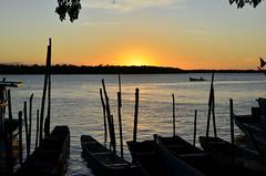 Mais um dia termina belíssimo! (Márcia Valle) Tags: boats barcos caravelas bahia amoaabahia brasil brazil márciavalle verão summertime sun sol mar sea seascape nikon d5100