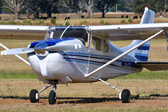 Cessna 210 VH-CXT at Wangaratta YWGT (Christopher Malek) Tags: cessna 210 c210 centurion aircraft airplane piston single ywgt wangaratta airport vic australia nikon d500 70200 vr f28 28 fl