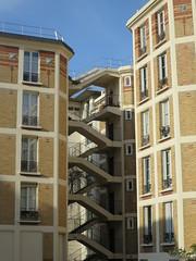 Habitations à bon marché de la Fondation Lebaudy (1913), 5-11 rue de la Saïda, Paris XVe (Yvette G.) Tags: escalier architecture paris paris15 îledefrance augustelabussière maisonsouvrières fondationlebaudy 1mois1thème