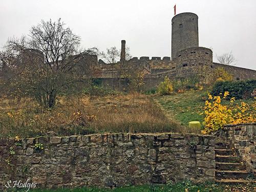 Novemberstimmung vor Burg Münzenberg Hessen