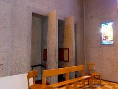 """Blois, Loir-et-Cher: basilique Notre-Dame de la Trinité, 1932-39,  architecte Paul Rouvière. Classée dès 1996 au titre des monuments historiques, elle bénéficie en outre du Label """"Patrimoine du XXe siècle"""" (Marie-Hélène Cingal) Tags: france centrevaldeloire centre loiretcher 41 blois baznīca église kirik iglesia church chiesa bažnyčia kirche kostol eliza confessionnal"""