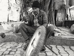 Be humble, speak soft, we all are in a longing for love, knowing or unknowingly. (gowharbabar) Tags: nokia nokia61plus mobilephotography filtered blackandwhite candid life peopleatwork blackwhite inaction