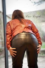 elle372 (Cuir Couple) Tags: cuir leder leather cuero veste jacket jupe skirt pantalon pant hosen mistress maitresse cuissardes maître master bondage bdsm hanks tha