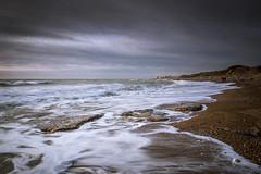 Les 2 promeneurs (pierrelouis.boniface) Tags: hautdefrance pasdecalais plage mer côtedopale sea seascape nuages cloudsstormssunsetssunrises clouds canon 6d