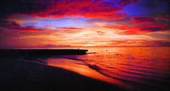 Sunset on the beach (Jacques Rollet (Little Available)) Tags: sunset soleilcouchant ciel sky nuage cloud mer sea plage beach groupenuagesetciel fabuleuse