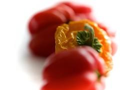Piments - série (AlainC3) Tags: piments habenaros nikond7500 rouge red jaune yellow vert green légumes veggies afmicronikkor60mmf28d