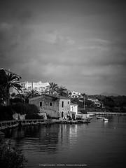 P1420151www (AGONZA) Tags: cala porto petro ángel mar mediterráneo mallorca baleares españa cielo color barcos reflejos panorama