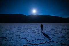 [ quiet earth ] (Oliver Jerneizig) Tags: oliverjerneizigde wwwoliverjerneizigde oliverjerneizig usa us unitedstates america amerika nationalpark california newmexico nevada arizona north wilderness sunset longexposure night landscape landschaft canon 6d canon6d2 6dmark2 badwater deathvalley salt moon rising stars alone blue shadow pools