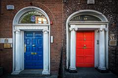 Irland, Dublin (FV1405) Tags: 2018 dublin irland tür tor farbe blau rot