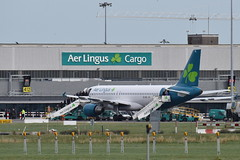 Stand 412 (eigjb) Tags: aer lingus a320 a320214 new livery dublin airport eidw international collinstown ireland irish jet transport airliner plane spotting aircraft airplane aeroplane eidvl stmoling molling south apron stand 412 cargo