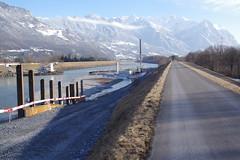 IMGP347 Baustelle mit Autokran im Rheinbett (Alvier) Tags: schweiz ostschweiz alpenrheintal rheintal rhein rheindamm baustelle autokran bunker railjet berge alpstein dreischwestern alvier