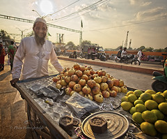PALITANA : SCÈNE DE MARCHÉ (pierre.arnoldi) Tags: inde india gujarat palitana pierrearnoldi photographequébécois photoderue scènedemarché photooriginale photocouleur photodevoyage photographesurinstagram photographesurartlimited photographesurtumblr canon6d on1photoraw2019