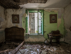 Abandoned house (the_bestiole) Tags: urbex exlporation urbaine urban decay abandoned lost place friche forgotten old lieux oubliés desaffecté abandonné ancien