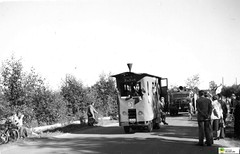 tm_6621 (Tidaholms Museum) Tags: svartvit positiv landsväg tåg road baltak train
