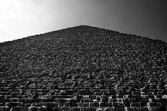 Great Pyramid of Giza, Egypt (pas le matin) Tags: sky ciel pyramid pyramide giza gizeh egypt égypte travel world cairo lecaire greatpyramid great greatpyramidofkhufu pyramidofkhufu pyramidofcheops pyramidedekhéops grandepyramidedegizeh khufu cheops antiquité antique khéops antiquity canon 7d canon7d canoneos7d eos7d nb bw noiretblanc blackandwhite monochrome architecture pov