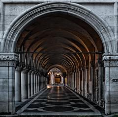 Geometrie veneziane - Venetian geometries (alfapegaso) Tags: venezia notte