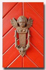 - heurtoir - (Jac Hardyy) Tags: heurtoir knocker knockers door doorknocker angel wings cast iron putto cherub putte tür türklopfer rot red engel flügel klopfer eisen gusseisen