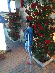 amp-1797 (vsmrn) Tags: amputee woman crutches onelegged