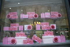 DSC_3470 City of London Cornhill Ladurée Roses (photographer695) Tags: city london cornhill ladurée roses