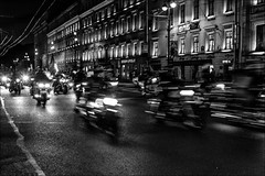 Expédition urbaine.../ Urban expedition... (vedebe) Tags: ville city rue street urbain urban motos nuit poselongue noiretblanc netb nb bw monochrome lumières