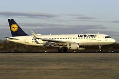 Lufthansa A320 D-AIZZ at Manchester Airport MAN/EGCC (dan89876) Tags: lufthansa airbus a320 sharklets daizz manchester international airport 05r man egcc