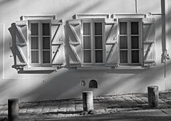 Tres ventanas (Rabadán Fotho) Tags: travel blancoynegro bn bw monocromatico monocromo monocromático street calle europa europe blak