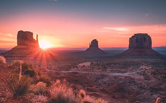 Monument Valley (David Youngblood) Tags: god'sbeautifulcreation western theviewhotel dawn sunlight sunrise rocks butte mitten monumentvalley arizona sonya6300