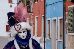 Carnaval de Venise (Antonin ITD) Tags: venise venezia carnaval carnavale masque mask costume couleur color noir blanc black white portrait miroir reflet vintage verre italie italy carnival sunset soleil
