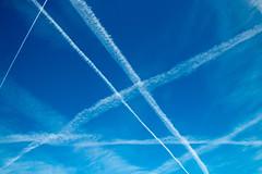 Muster am Himmel (Cornelia1989) Tags: benediktbeuern tamron deutschland landschaft sonne himmel frühling bayern natur bäume blue oberbayern blau canon70d nature bavaria muster sky weis