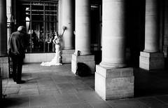 mariage blackandwhite Paris (laurent.triboulois) Tags: blackandwhite paris women phtographie street blanc noir mariage