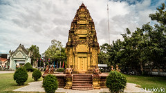 Cambodian-Vietnamese War Memorial in Siem Reap (Lцdо\/іс) Tags: siemreap cambodia cambodge kambodscha khmer temple asia asian asie asiatique travel trip discover explore voyage awesome monument statue lцdоіс killing fields rouge red
