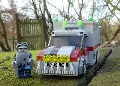 Zombulance (2/2) (captain_j03) Tags: toy spielzeug 365toyproject lego minifigure minifig moc car auto 8wide zombieman zombulance