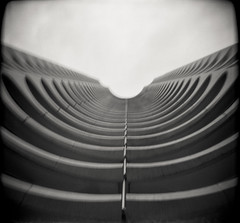 BenD (Oeil de chat) Tags: nb bw monochrome film pellicule argentique 120 mf moyenformat mediumformat kodak trix holga carré architecture urbain courbes oldschool rodinal symétrie rennes