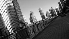 Penché (pi3rreo) Tags: noiretblanc black building white extérieur urbain urban urbanscape uae dubai ville city immeubles buildings skyscraper marina nikon coolpix