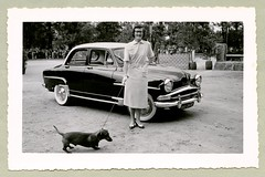 "Simca Aronde Elysée (Vintage Cars & People) Tags: vintage classic black white ""blackwhite"" sw photo foto photography automobile car cars motor vehicle antique auto lady girl woman dog simca aronde simcaaronde elysée 1950s 50s fifties dress fashion twotone pumps heels spectacles glasses dachshund dackel pet"