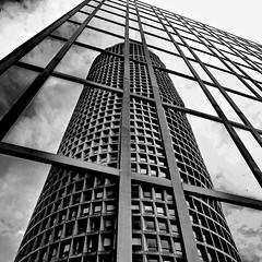"""Lyon - Reflet du """"Crayon"""". (Gilles Daligand) Tags: lyon rhône tour crayon reflet baievitrée noiretblanc bw monochrome partdieu immeuble architecture olympud em1mk2 12100"""