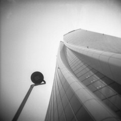 Milano (Valt3r Rav3ra - DEVOted!) Tags: lomo lomography holga holgacfn toycamera plasticcamera milano medioformato mediumformat 120 6x6 bw biancoenero blackandwhite ilford ilfordfp4 streetphotography street valt3r valterravera visioniurbane urbanvisions urban architecture architettura