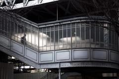 Homme descendant un escalier (Gerard Hermand) Tags: 1902207212 gerardhermand france paris canon eos5dmarkii metro aerien underground subway elevated escalier staircase homme man