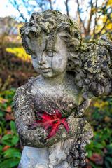 Statue with Red Leaf (Bephep2010) Tags: 2018 7markiii alpha au auzh blatt herbst ilce7m3 sel1635z schweiz sony statue switzerland zurich zürich autumn fall leaf red rot ⍺7iii kantonzürich ch
