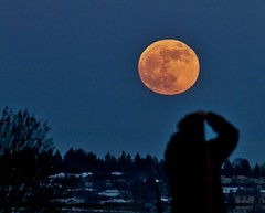 Scot catching a Moon (John Andersen (JPAndersen images)) Tags: calgary full moon night sky sunset