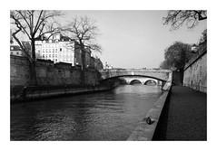 Carte postale (madras91) Tags: nb noiretblanc blackandwhite bw monochrome film tx400 kodaktx400 kodak trix summicron35mmf2v3 35mm summicron leicam2 m2 leica paris landscape cityscape