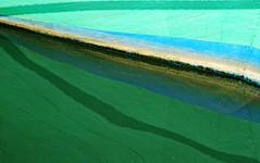 Peinture à l'eau (Ciceruacchio) Tags: peinture painting pittura eau water acqua abstract abstrait astratto boat bateau barca reflection réflexion riflesso canon