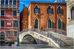 Venezia in technicolor ... (miriam ulivi - OFF/ON) Tags: miriamulivi nikond7200 italia venezia canale ponte case colori canal bridge houses colors people febbraio2019 february2019