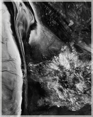 mutations ([JBR]) Tags: eau agua water abstrait compo abstract abstracto noir negro black blanco white blanc grey mono gris monochrome pentax rio river riviere fluidite blur flou surface texture