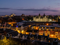 school of english (Lanceflot) Tags: edinburgh school english charity scotland great britain united kindgom europe eu ue union night street hight light sky clouds purple orange color city town inner center castle architecture