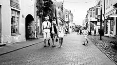 IMG_8543 (Eija Fogelholm) Tags: blackandwhitestreetphotography katuvalokuvaus people streetlife streetphotography